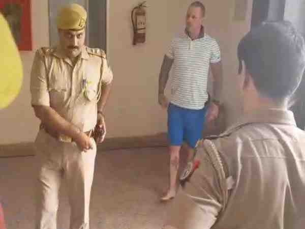 american boy beats delhi girl in vrindavan then showed knife to police