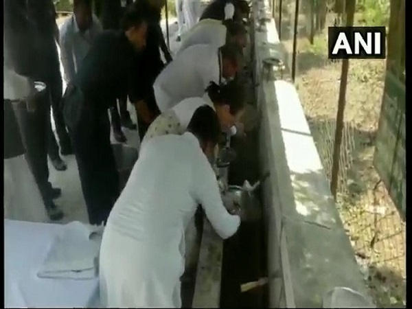 gandhi jayanti: sonia Gandhi and Rahul Gandhi wash their plates after lunch in Sevagram in Wardha