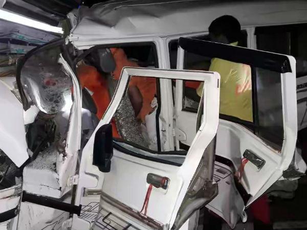 ये भी पढ़ें: Chhattisgarh: महासमुंद में दर्दनाक सड़क हादसा, भाजपा नेता समेत 10 यात्रियों की मौत