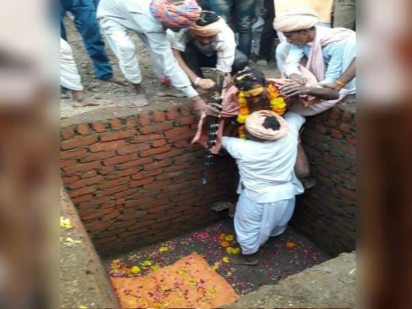 ajmer bhilwara devotee of maa durga gets himself alive in tomb after 16 hours police bring him out and sent him Jail