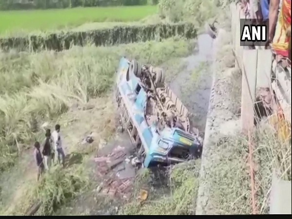 West Bengal 5 died, 20 injured when a bus fell into a canal in Hooghly district