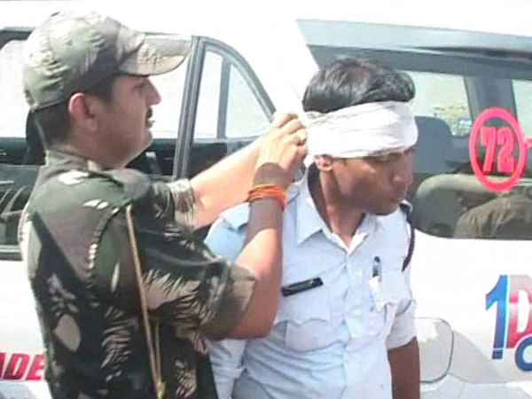 auto driver beat up policeman in jabalpur