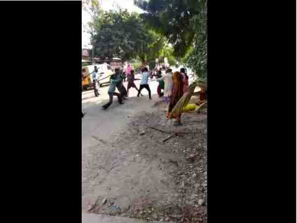 two groups fighting with batons in pratapgarh