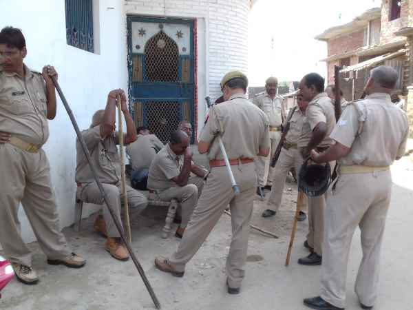 Clash between two groups over Durga Puja, tension in area