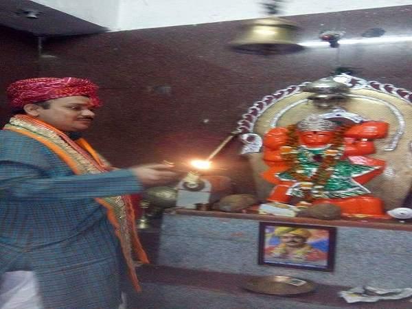 Image result for मध्य प्रदेश में एक और संत नेता बनने की राह पर