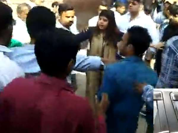 Former SP leader Pankhuri Pathak attacked by Bajrang Dal activists in Aligarh