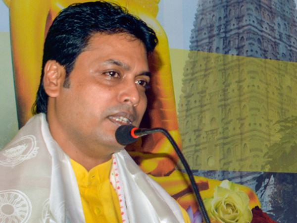 फेसबुक यूजर ने त्रिपुरा के CM बिप्लब देव के तलाक के बारे में फैलाई अफवाह, केस दर्ज