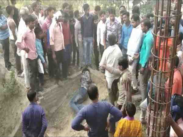 mob brutally beat person for chain snatching in kannauj