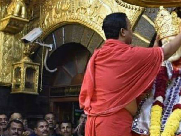 Image result for शिल्पा शेट्टी ने साईं बाबा दरबारमें चढ़ाया लाखों का मुकुट
