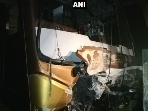 Maharashtra: 5 persons died in collision between car and bus in Vavi nashik