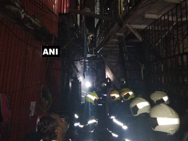Mumbai: Fire breaks out at a slum in Bandra Shastri Nagar
