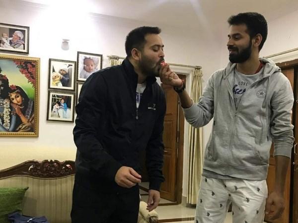 भाई के साथ जन्मदिन मनाने के इंतजार में तेजस्वी प्रसाद यादव तीन दिनों से दिल्ली पहुंचे