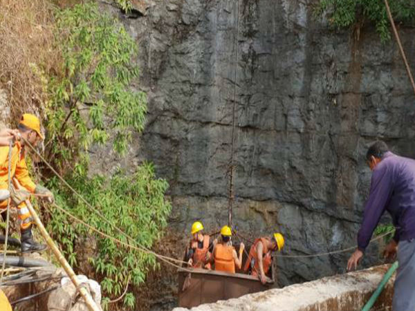 Meghalaya: Operation is underway to rescue the 13 miners who have been trapped in a mine From 30 hours