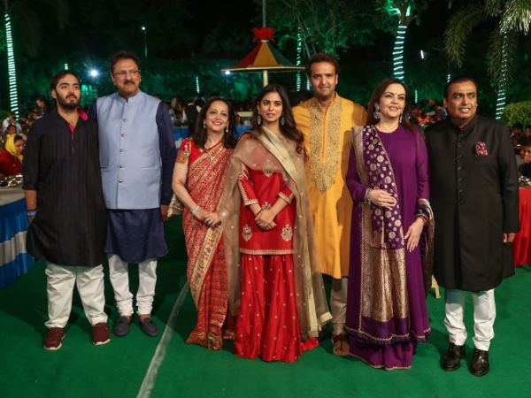 Mukesh Ambani daughters Isha Ambani get worth of 452 crore weeding gift from her father in law