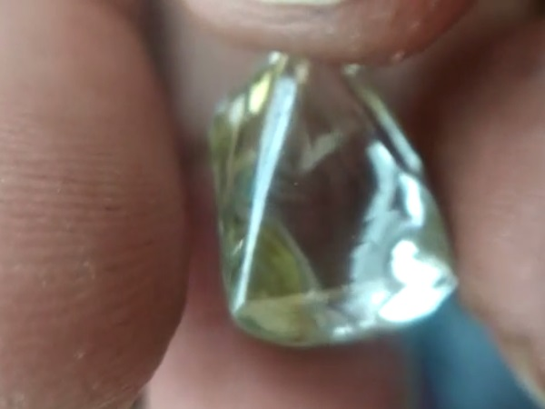 Panna labour Sold Diamond in RS 2.5 Crore