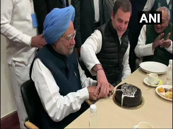 येे भी पढ़ें:राहुल गांधी-मनमोहन सिंह ने केक काटकर मनाया कांग्रेस का 134वां स्थापना दिवस