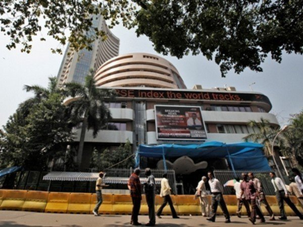 sensex down in early trade, muted start for nifty
