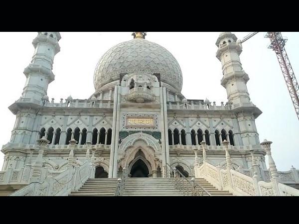 यह भी पढ़ें: आगरा में ताज से कम नहीं यह मंदिर, 300 मजदूर बना रहे, 120 साल बाद भी अधूरा है काम