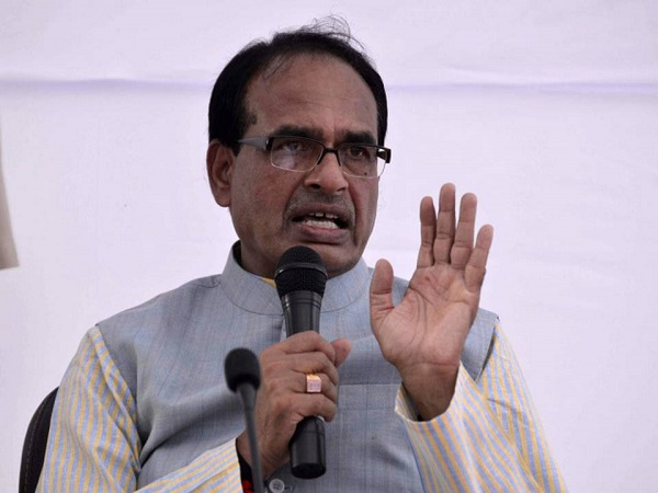 shivraj singh chouhan counters kamalnath for his comment on the people of up bihar