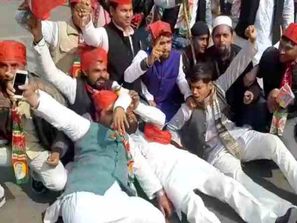 rjd and sp leaders protested for bharat band in bihar