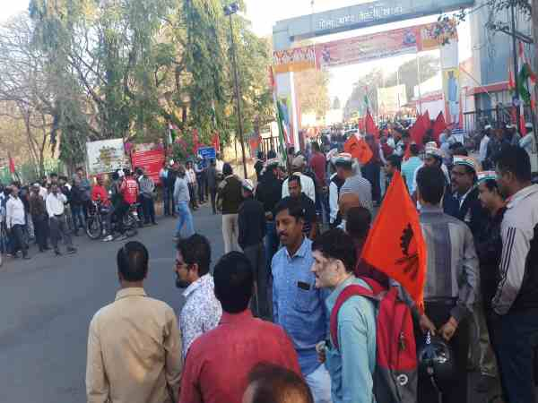 many factories closes lakhs of employees on strike in pune