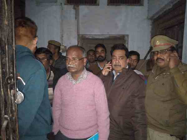 ultrasound manager locked patients in the room and ran away in bahraich