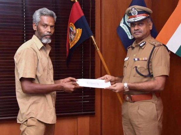 Auto driver returns 3.8 lakh to passenger in chennai, police rewarded