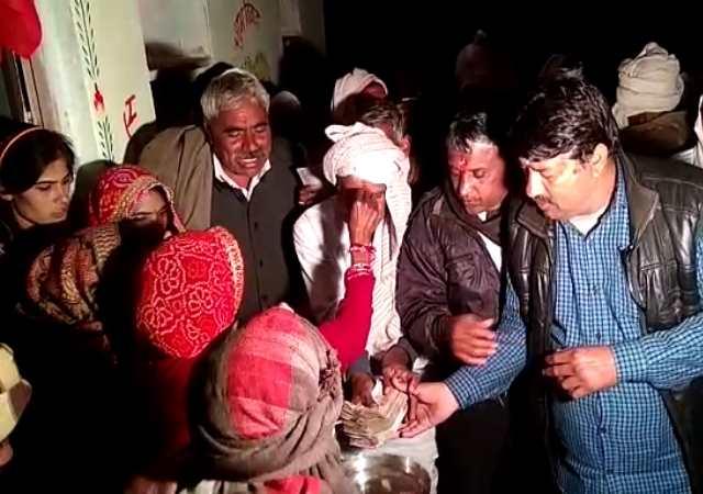 <strong>मायके में कोई नहीं बचा जिंदा तो वो मंदिर में देकर आई बेटे की शादी का न्योता, फिर पूरा गांव पहुंचा भात भरने</strong>