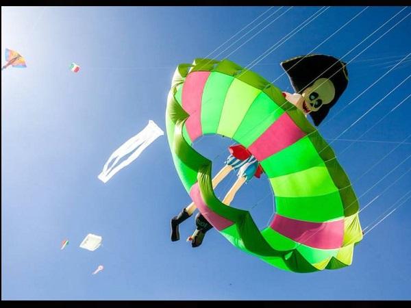फ्रांस-जर्मनी समेत 12 देशों के पतंगबाजों ने लड़ाए पेंच, अंतरराष्ट्रीय पतंगोत्सव की झलकियां
