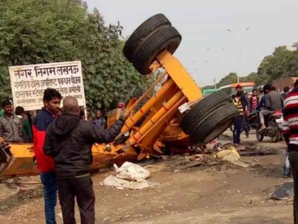 Three people died in road accident near Amausi Airport in Lucknow