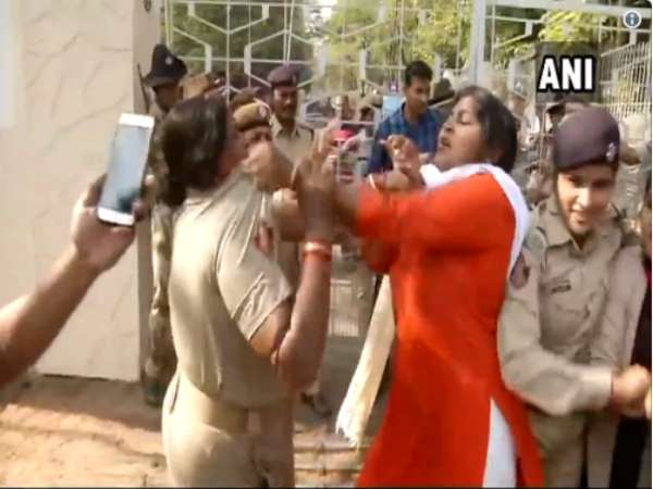 odisha: Scuffle Between Police and BJP Workers During Protest over Pipili Gangrape in Bhubaneshwar