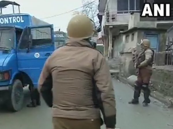 Encounter underway between terrorists and security forces in srinagar