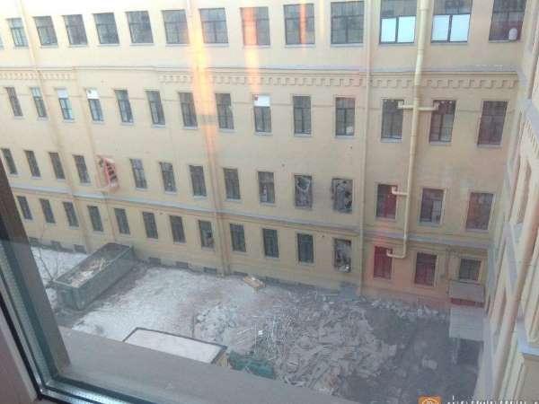 रूस के सेंट पीटर्सबर्ग में यूनिवर्सिटी की इमारत ढही, कई के फंसे होने की आशंका