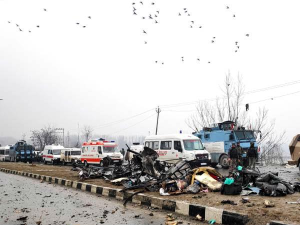 Pulwama Terror Attack: जिस बस पर हमला हुआ उसमें 42 जवान थे सवार, यहां पढ़ें पूरी लिस्ट