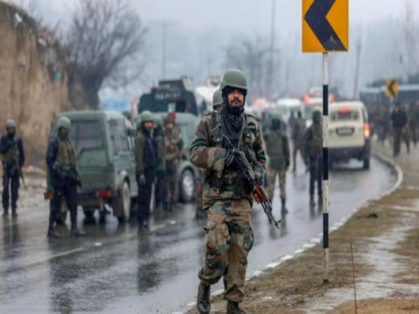 पुलवामा हमला: बर्फ में फंसे CRPF जवान चाह रहे थे एयर लिफ्ट, गृह मंत्रालय ने नही मानी मांग