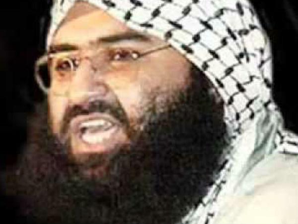 भारत से डरे इमरान खान को जैश के आतंकी मौलाना मसूद अजहर ने दी चेतावनी
