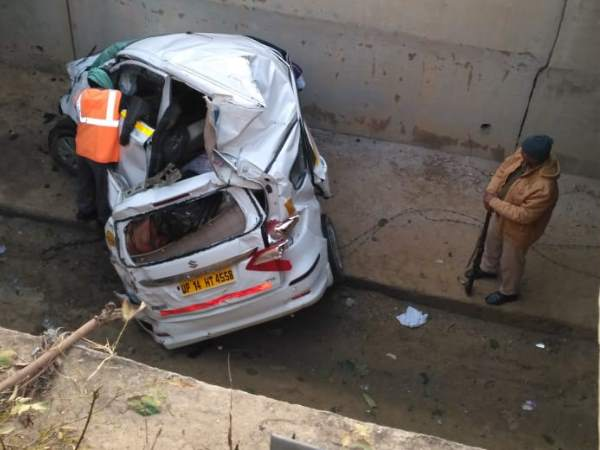 accident at yamuna expressway two woman dead