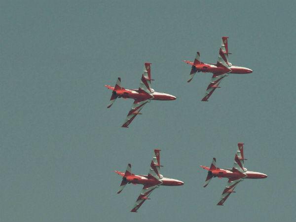 Aero India 2019: बेंगलुरु में सूर्य किरण एरोबैटिक्स टीम के दो एयरक्राफ्ट आपस में टकराए, पायलट सुरक्षित