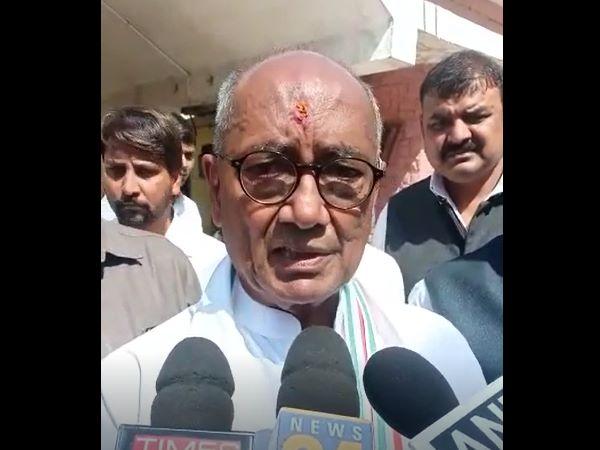 दिग्विजय ने मंत्रियों को लताड़ा, 'नर्मदा किनारे मैं पैदल चला हूं, मंत्री बताएं कितने KM चले'
