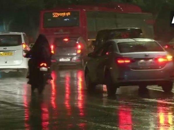दिल्ली-एनसीआर में बारिश से मौसम ने बदली करवट, ठंड़ बढ़ी