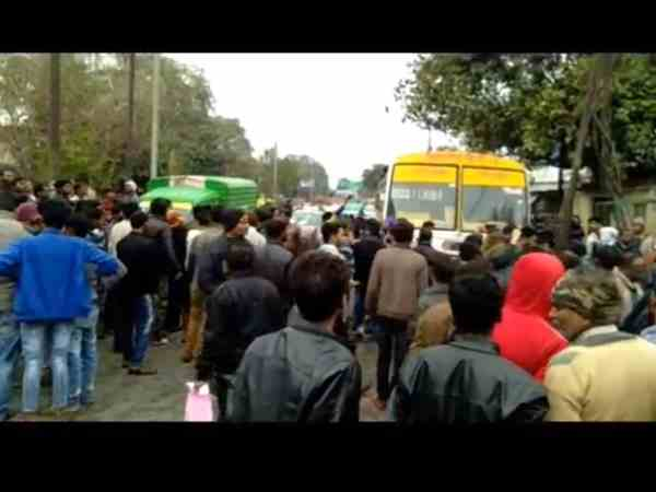 two friends died after bus crushed them in kanpur