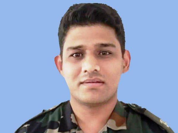 मेजर चित्रेश सिंह बिष्ट का पार्थिव शरीर पहुंचा देहरादून, सैन्य सम्मान के साथ कल होगा अंतिम संस्कार