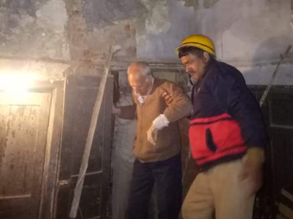 दिल्ली के करोलबाग में पुरानी इमारत गिरी, कोई हताहत नहीं
