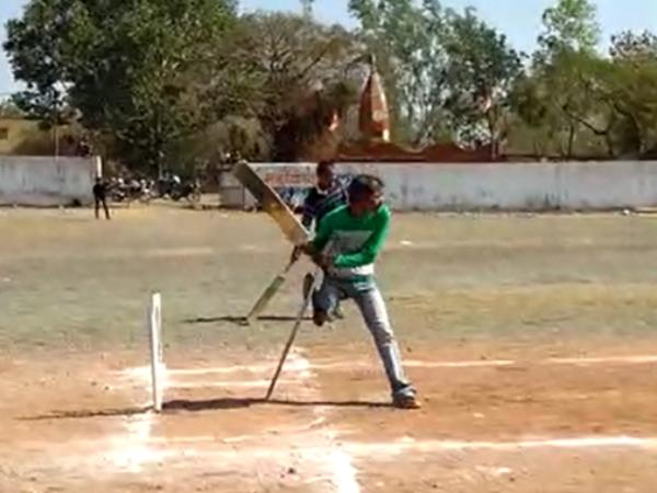 This player continue playing cricket after cutting leg in an accident