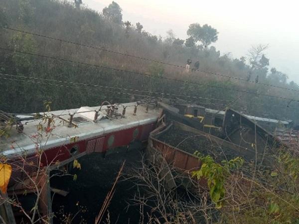 झारखंड: रांची के नजदीक रेल ट्रैक पर विस्फोट, दो मालगाड़ियों के 23 डिब्बे पटरी से उतरे
