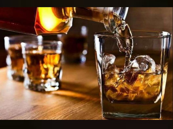 Gujarat: man killed by his drunken-friend during wine party