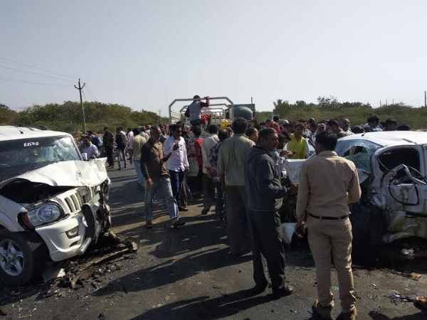 Horrific accident between two car at rajkot, 3 deaths and 9 injured