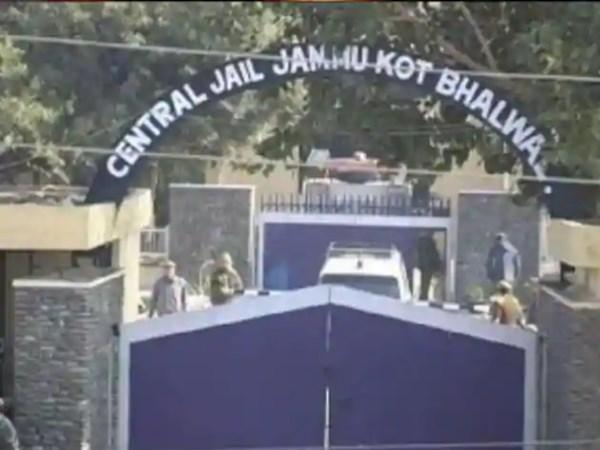जम्मू कश्मीर ने सुप्रीम कोर्ट से लगाई गुहार, 7 पाक आतंकियों को भेजा जाए तिहाड़