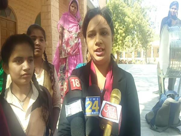 jodhpur School Girls beat the young man on Propose day