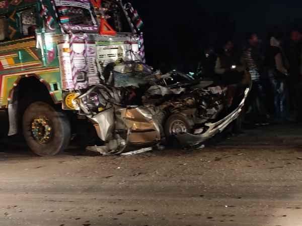 कानपुर में भीषण सड़क हादसा, IPS के माता-पिता सहेत पांच की मौत